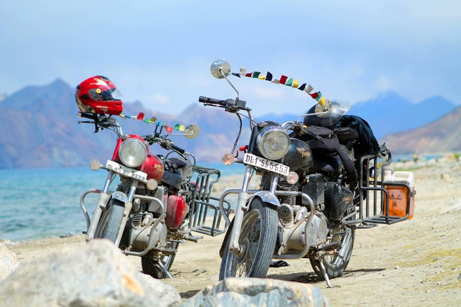 1438536790_road_trip_to_leh_pangong_lake_royal_enfield